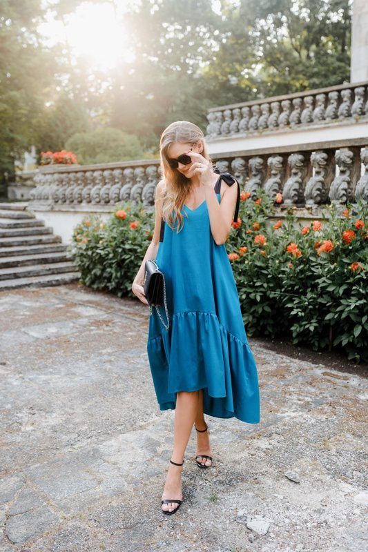 Asimetriskā kleita smaragdzaļa Latviete