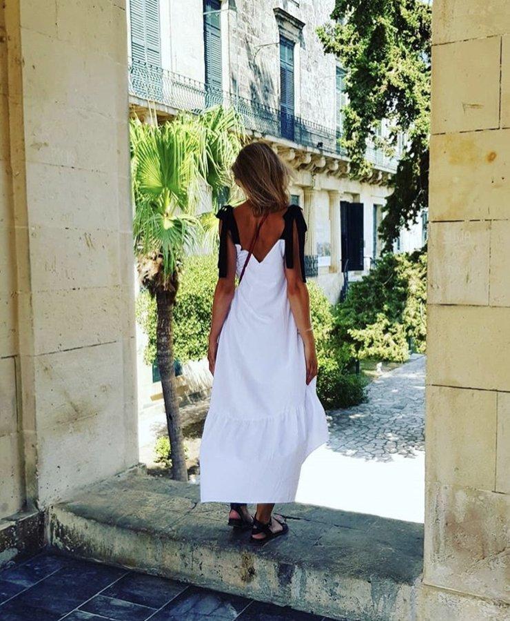 Asimetriskā kleita balta Latviete