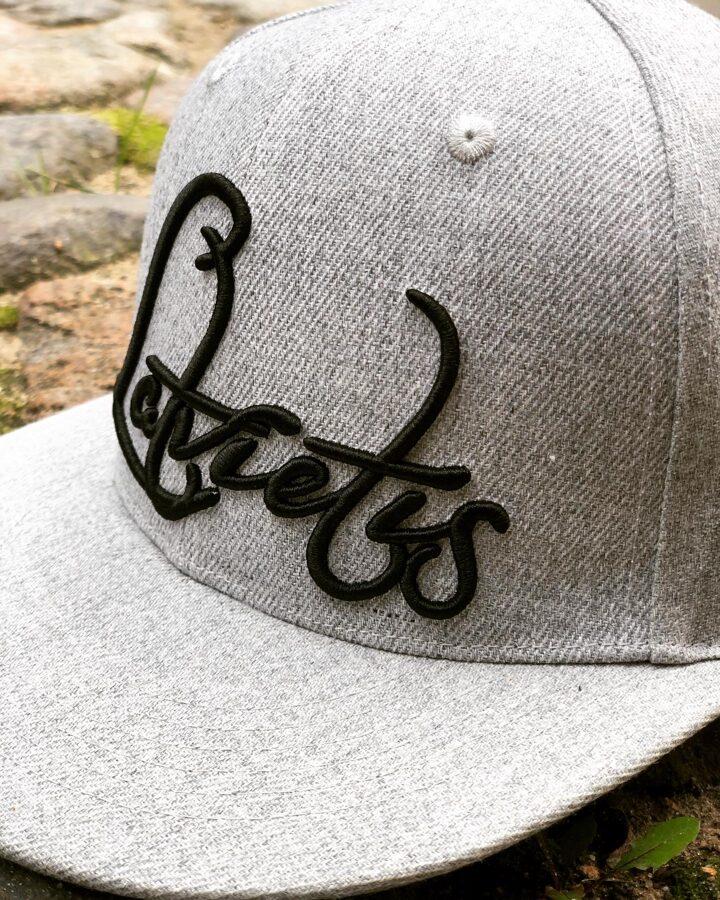 Cepure Latvietis pelēka