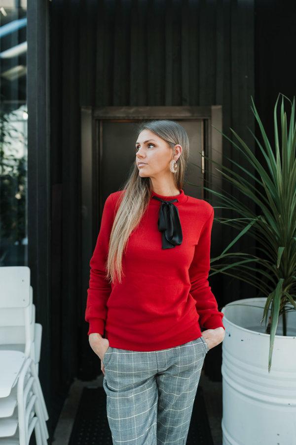 Džemperis ar zīda sasienamu banti Latviete