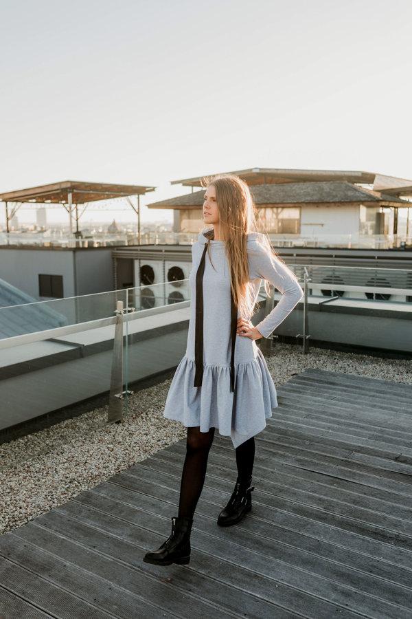 Trikotāžas kleita ar kapuci pelēka Latviete