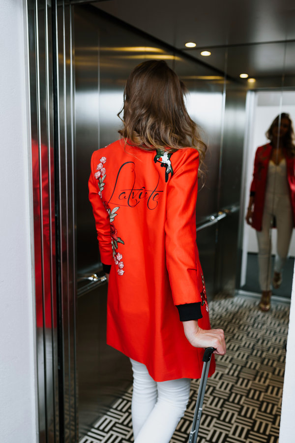 Sarkana jaka Latviete