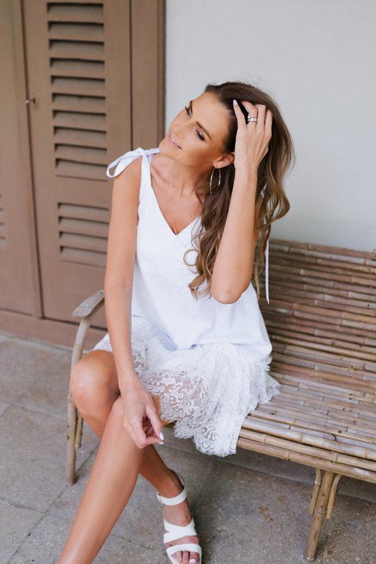Mežģīņu kleita balta