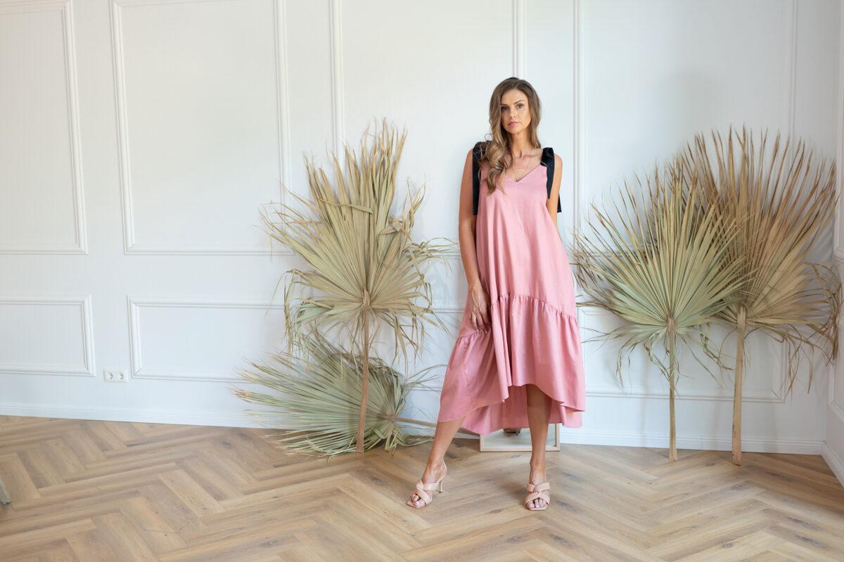 pūderrozā asimetriskā kleita