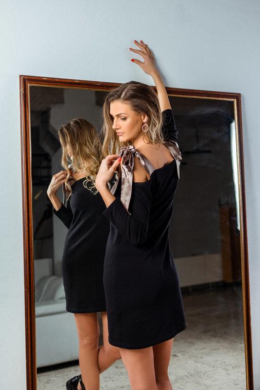 trikotāžas kleita