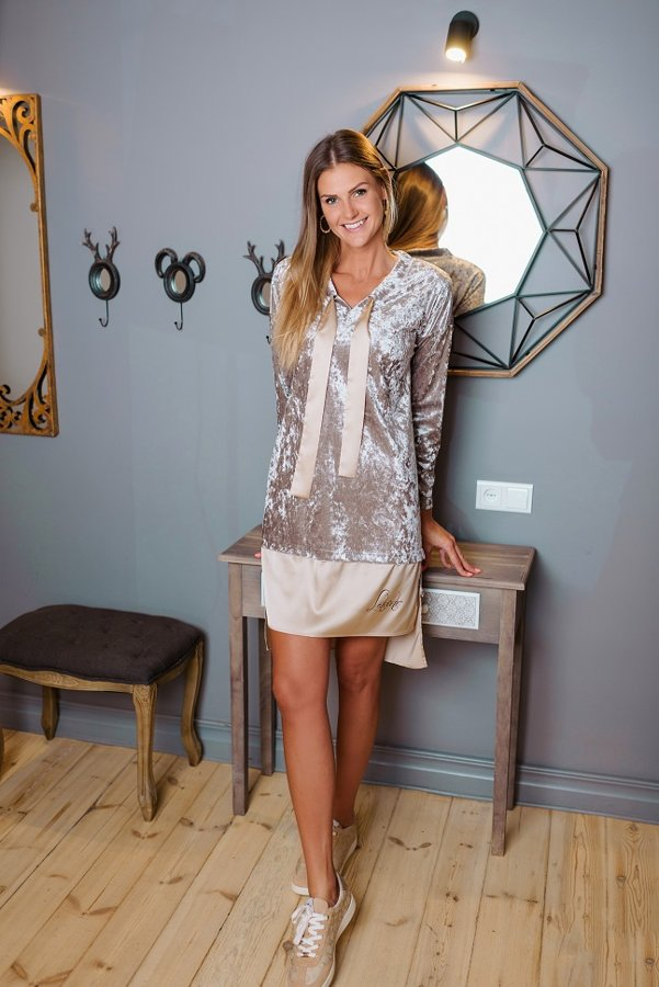Samta kleita ar zīda banti krēmkrāsas Latviete